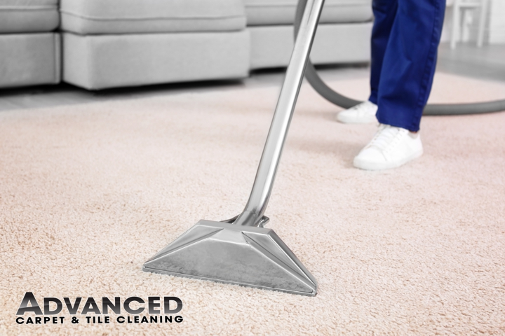 Carpet Cleaner Cleaning with a wand